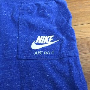 Nike Cropped sweatpants.